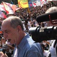 Ciro Gomes é alvo de tentativa de agressão por parte de militantes lulistas em manifestações esvaziadas da esquerda
